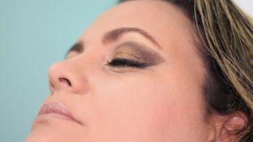 mujer-ojos-maquillaje