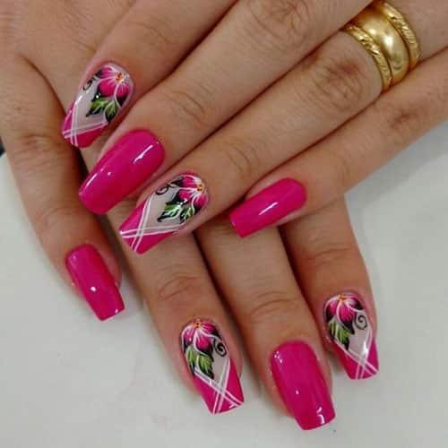 Uñas decoradas con flores