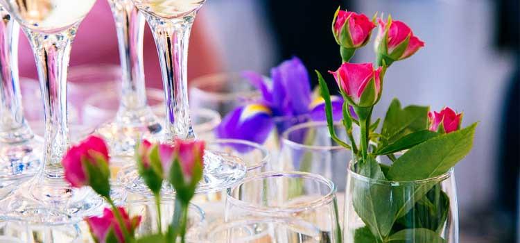 arreglos florales flores en copas