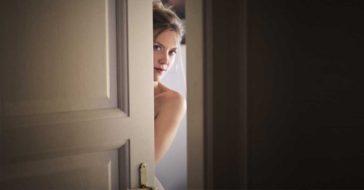 cerrar la puerta del dormitorio